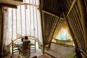 Wnętrza bambusowej Green School na Bali