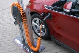 Jak zamienić żarówkę na samochód-na-baterię?